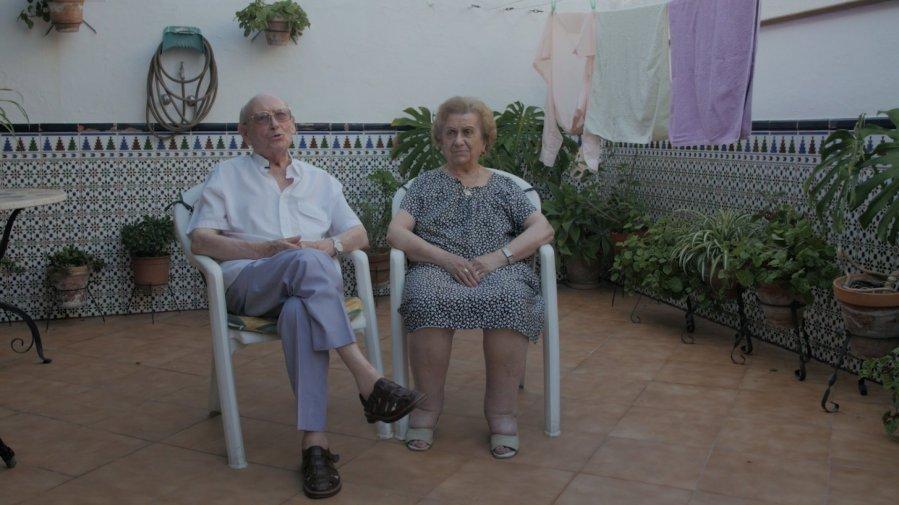 311-frame2_Manolo Montesco y Carmela Capuleto